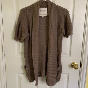Long cable knit beige short sleeve cardigan